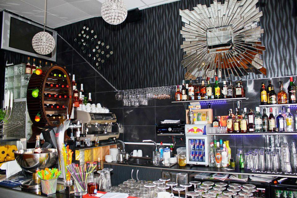 Plankstek Restaurante bar area
