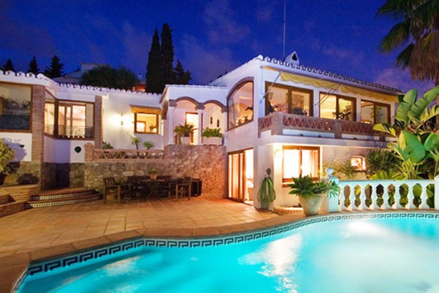 Villa holidays verses hotels - the benefits