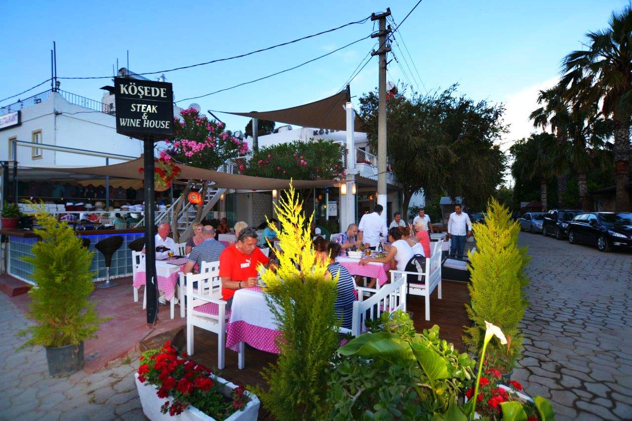 Kösede Restaurant and Bar at dusk