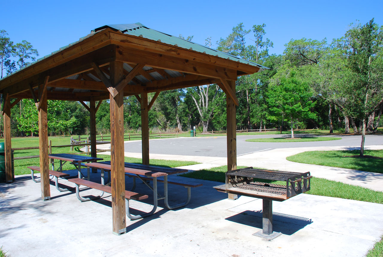 Shingle Creek covered picnic area with bbq