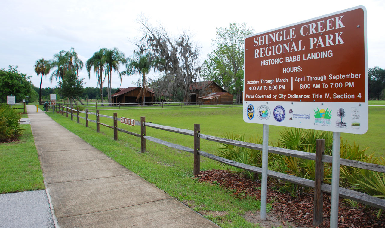 Shingle Creek Nature Reserve, entrance with sign showing open hours