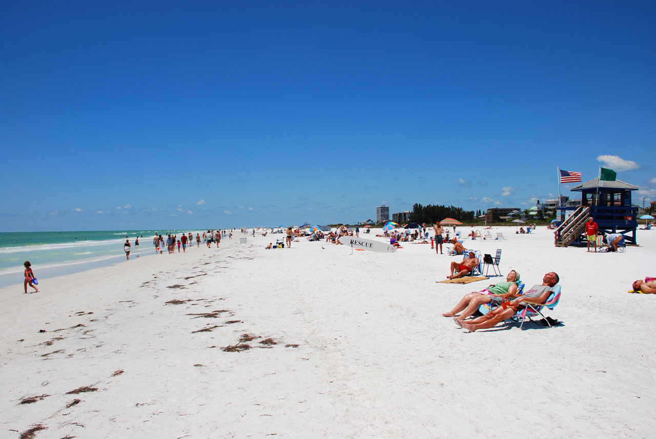 Siesta Beach in Sarasota, beautiful clear sea, soft white sand and lifeguard hut