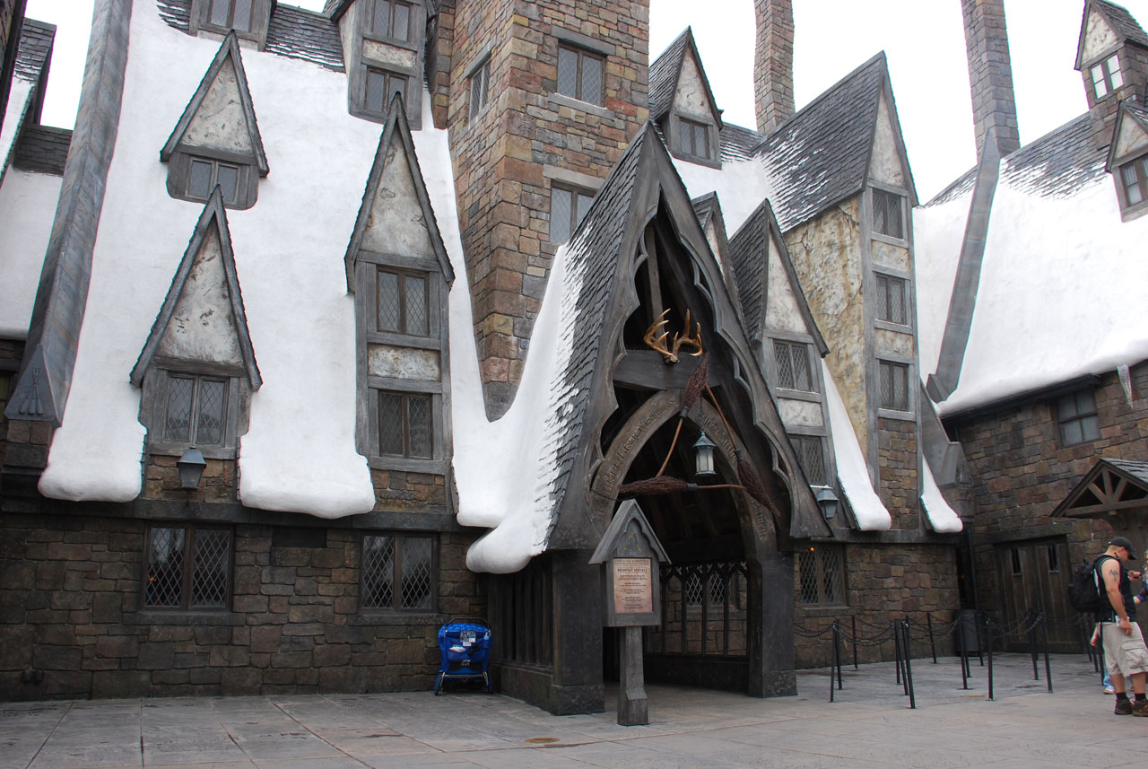 Universal's Islands of Adventure: Harry Potter Three Broomsticks tavern