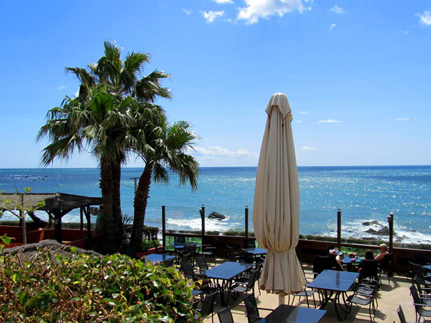 Max Beach Restaurant on the Riviera del Sol, stunning panoramic sea views while you dine, image courtesy of maxbeach.com
