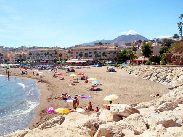 Playa La Carihuela Beach in Torremolinos - photo courtesy of www.lavozdetorremolinos.es