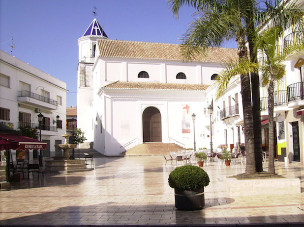Alhaurin el Grande town square, a great place to relax over lunch