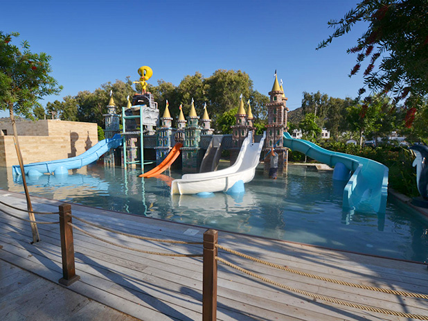 Children's play area and waterpark