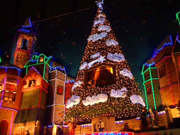 Christmas lights in Granda - photo courtesy of www.travelvivi.com