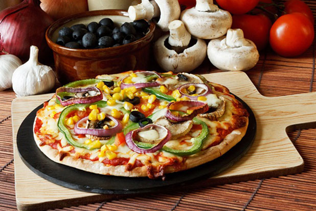 Choosing a vegetarian pizza can be 60 calories less than a meat feast pizza