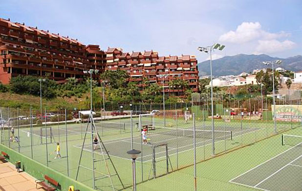 Why not try Paddle Tennis at the Benalmadena's Racquet Club - photo courtesy of www.visitcostadelsol.com