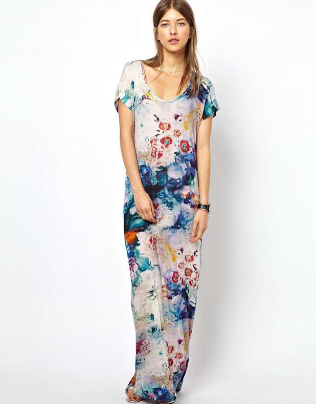 The Paul Smith maxi dress can be worn both casually during the day and glamorous by night