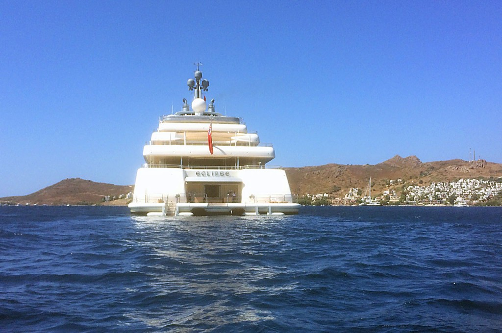 The Eclipse has 2 helipads, a submarine, 3 launch boats, 2 swimming pools, several Jacuzzis and a nightclub!