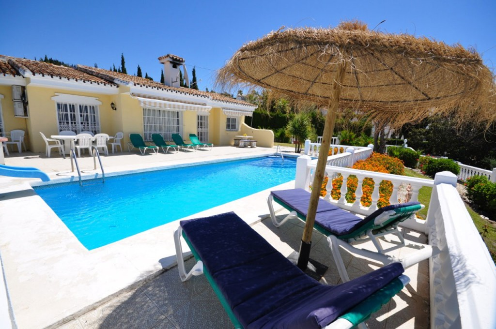 Villa SP007 is a beautiful 3 bed holiday villa available to rent on the residential La Sierrezuela urbanisation
