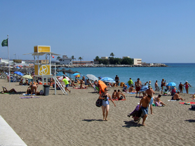 Fuengirola beach with the lifeguards stand and the green flag displayed
