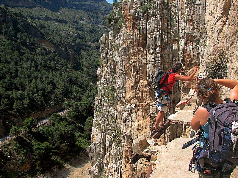 El Caminito del Rey path shown broken and in need of repair in 2006
