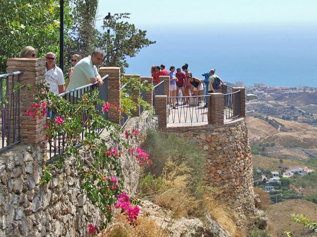 Paseo de la Muralla with views, Mijas