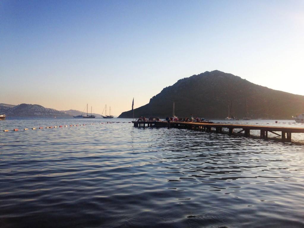 Xuma Beach Club, view of the wooden jetty