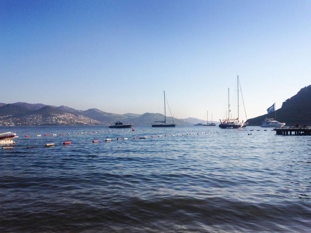 Xuma Beach Club, views of the yachts