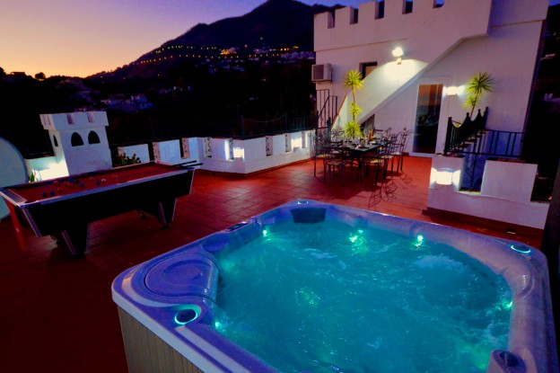 Villa SP004, showing the illuminated hot tub on the rooftop terrace at night