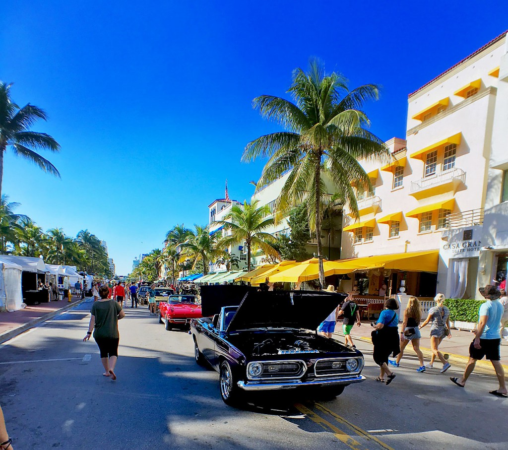 Classic American Cars on Ocean Drive